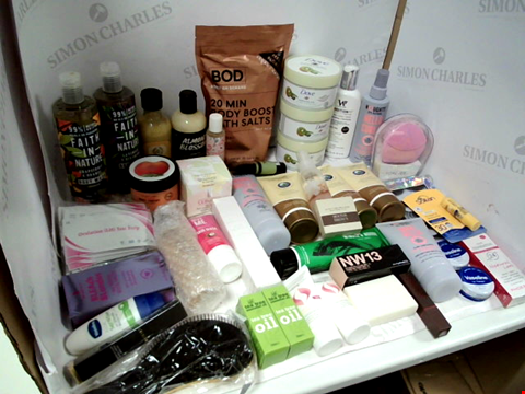 Lot 11009 LOT OF ASSORTED HEALTH & BEAUTY PRODUCTS TO INCLUDE: FAITH IN NATURE BODY WASH, DOVE EXFOLIATING BODY SCRUB, GLUCOSAMINE GOLD GEL, ASSORTED BATHROOM & MAKEUP PRODUCTS