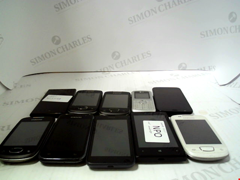 Lot 661 LOT OF APPROXIMATLEY 10 ASSORTED MOBILE PHONES AND SMARTPHONES ETC