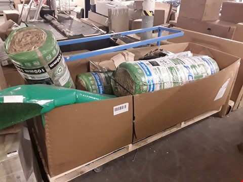 Lot 6043 PALLET OF ASSORTED ITEMS TO INCLUDE: ROLLS OF INSULATION, ROLL OF ARTIFICIAL GRASS ETC