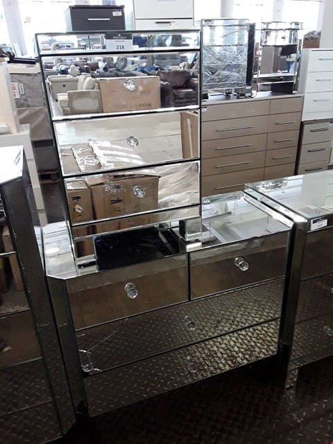 Lot 218 DESIGNER MIRRORED 2+2 DRAWER CHEST WITH 3 DRAWER BEDSIDE CABINET