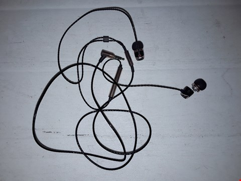 Lot 12271 SOUND MAGIC E10C EARPHONES