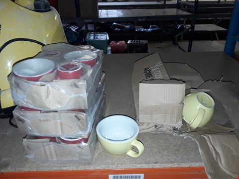 Lot 8124 LOT OF 4 ITEMS TO INCLUDE 3X PACKS OF RED MUGS & 1X PACK OF GREEN MUGS