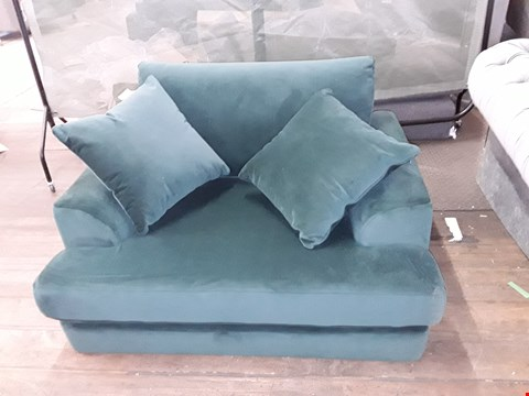 Lot 56 QUALITY BRITISH MADE GREEN VELVET 2-SEATER SOFA WITH CUSHIONS