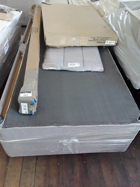 Lot 7063 PALLET VONTAINING, DINGLE DIVAN BED BASE, GREY FABRIC HEADBOARD, BED PARTS.
