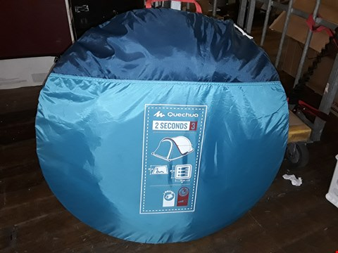 Lot 8390 QUECHA 2 SECONDS 3-PERSON POP UP TENT IN CARRY BAG