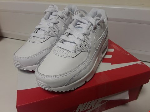 Lot 3384 BOXED NIKE AIR MAX CHILDS WHITE TRAINERS SIZE UK 12