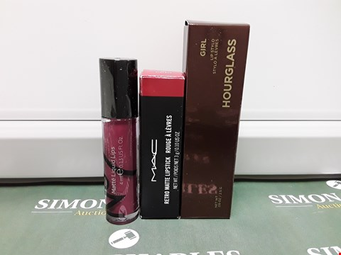 Lot 188 LOT OF 3 ASSORTED COSMETIC ITEMS TO INCLUDE N°7 MATTE LIQUID LIPS, MAC RETRO MATTE LIPSTICK AND HOURGLASS GIRL LIP STYLO