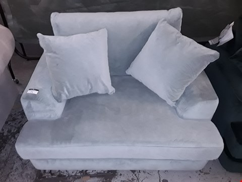 Lot 71 QUALITY BRITISH MADE MINT GREEN FABRIC SNUGGLE CHAIR WITH CUSHIONS