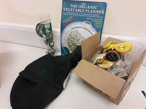 Lot 437 BOX APPROXIMATELY 13 GARDENING ITEMS, METAL BEE ORNAMENTS, ORGANIC VEG PLANTER PLANNER, BIRD SEED FEEDER, HANGING BASKET LINERS,