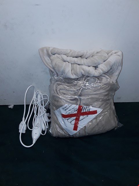 Lot 220 BOXED COZEE HOME HEATED THROW - NATURAL (SIZE UNSPECIFIED)