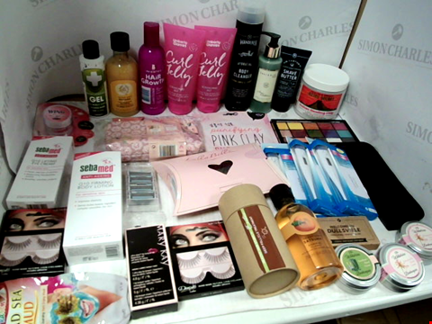 Lot 11073 LOT OF ASSORTED HEALTH & BEAUTY PRODUCTS TO INCLUDE: REVOLUTION EYESHADOW PALETTE, UMBERTO GIANNINI CURL JELLY, RAZOR CARTRIDGES, ASSORTED BATHROOM & COSMETICS PRODUCTS