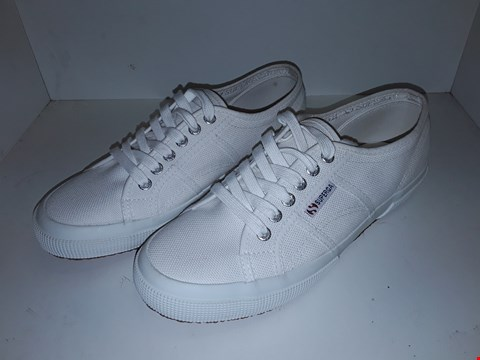 Lot 1020 A PAIR OF BIG BOW LACE UP PLIMSOLLS UK SIZE 7