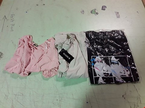 Lot 1766 LOT OF APPROXIMATELY 10 ASSORTED DESIGNER CLOTHING ITEMS TO INCLUDE A VON ZIPPER CARTOON PRINT BLACK T-SHIRT M, A PINK NIXON TOP S, A CREAM NIXON T-SHIRT M ETC