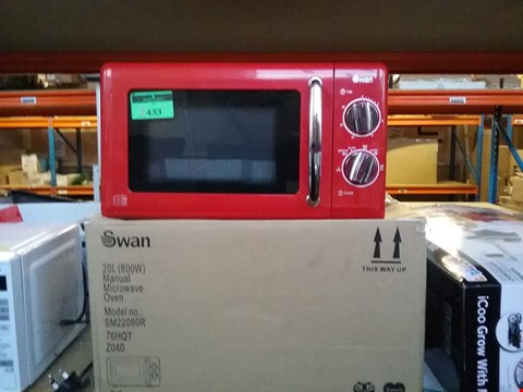 Lot 2433 BOXED SWAN SM22080R RED MICROWAVE