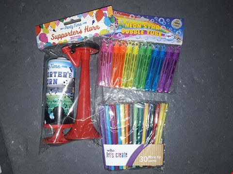 Lot 623 BOX OF ASSORTED TOY ITEMS TO INCLUDE PARTY TIME SUPPORTER'S HORN, NEON STAR BUBBLE TUBE PACK, WILKO LETS CREATE FIBRE TIP PENS ETC