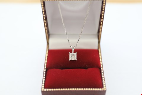 Lot 11 18CT WHITE GOLD PENDANT ON CHAIN SET WITH A PRINCESS CUT DIAMOND WEIGHING +-1.00CT