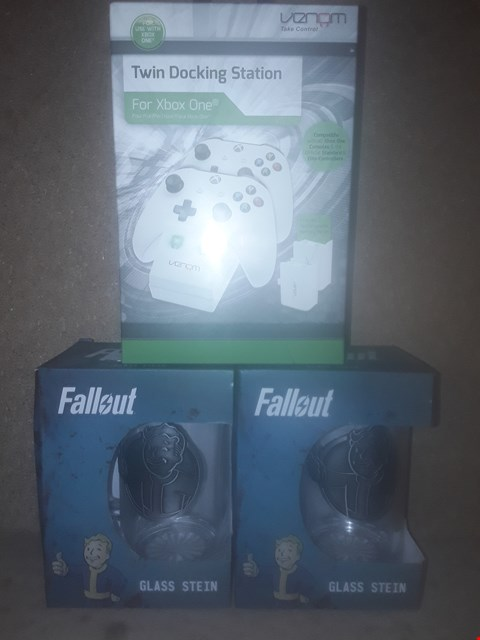 Lot 682 LOT OF 3 BOXED BRAND NEW ITEMS TO INCLUDE 2X FALLOUT GLASS STEINS AND XBOX ONE TWIN CHARGING DOCK