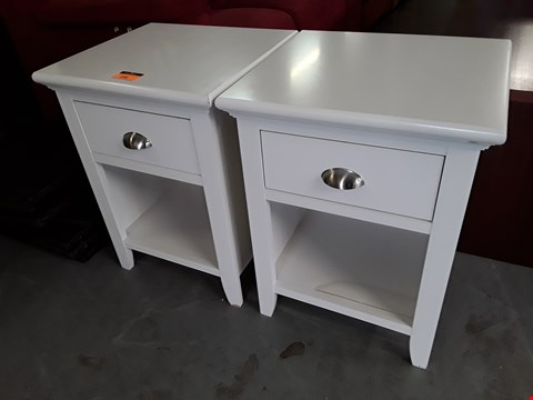 Lot 198 PAIR DESIGNER WHITE BEDSUDE TABLES FITTED 1 DRAWER