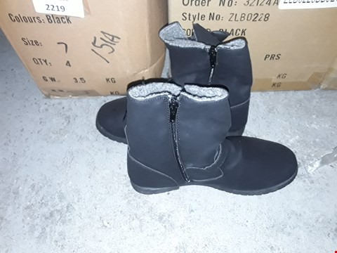 Lot 2217 6 PAIRS OF BRAND NEW BLACK SIZE 7 FUR SHEARLING BOOTS  RRP £120