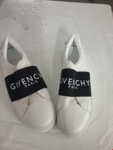 Lot 83 GIVENCHY PARIS SHOES - WHITE, SIZE 41 EU