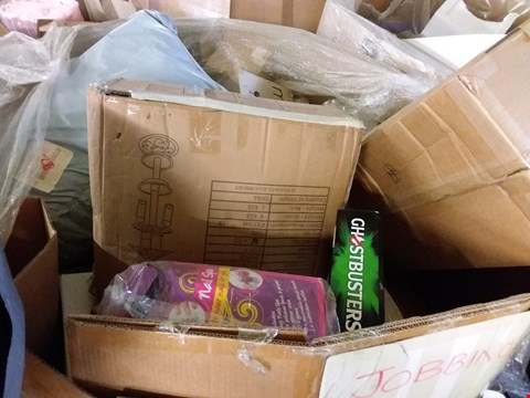 Lot 199 PALLET OF ASSORTED HOUSEHOLD ITEMS TO INCLUDE BOXED BIRD TABLE, SHOWER CADDY, TOY NAIL SPA SET, GHOSTBUSTERS NEON LIGHT ETC.