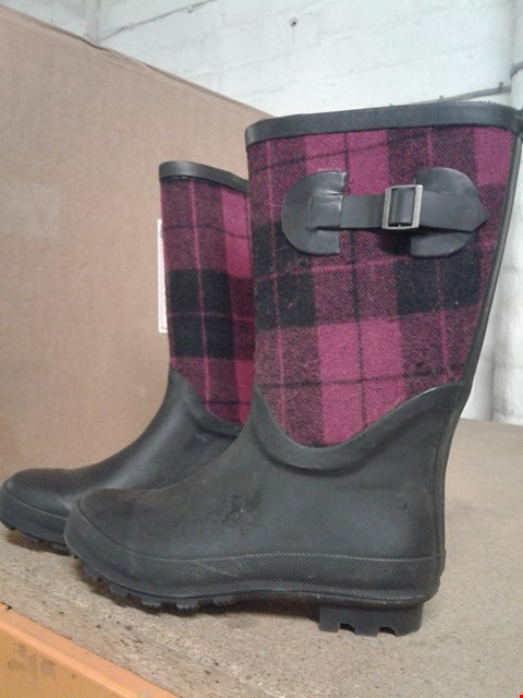 Lot 265 FUR LINED TARTAN KIDS WELLINGTONS WITH BUCKLES GIRLS PURPLE AND BLACK SIZE UNSPECIFIED  RRP £24.99