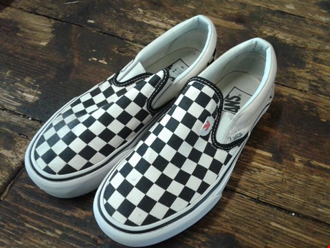 Lot 6771 BOX OF A PAIR OF VANS UA CLASSIC CHECKERBOARD SLIP ON SHOES SIZE 4 BLACK AND WHITE RRP £75
