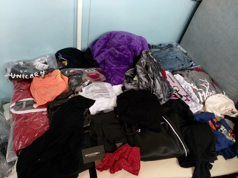 Lot 4180 LOT OF APPROXIMATELY 30 ITEMS OF CLOTHING TO INCLUDE BOOHOO,  BE JEALOUS, PRETTY LITTLE THINGS ETC.