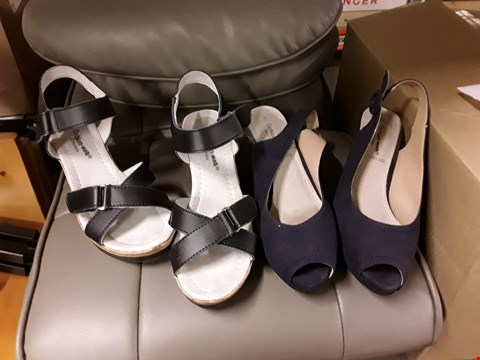 Lot 2517 LOT OF 8 BOXES OF SHOES TO INCLUDE CUSHION WALK COMFORT LEATHER WEDGE SANDAL AND CUSHION WALK HEELED SANDAL - VARIOUS SIZES AND COLOURS