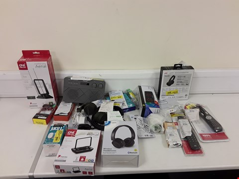 Lot 306 LOT OF APPROXIMATELY 20 ASSORTED ELECTRONIC ITEMS TO INCLUDE ONE FOR ALL AERIAL, WIRELESS H, CARGE CABLE ETC