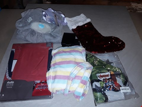 Lot 3061 LARGE QUANTITY OF ASSORTED CLOTHING AND GIFT ITEMS TO INCLUDE SEASONAL BEDDING, MARVEL ON SETS AND ME TO YOU HOODED BLANKETS (4 BOXES)