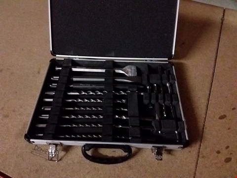 Lot 100  MAKITA 13PC DRILL PIECE SET IN CASE
