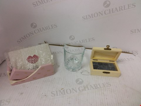 Lot 10817 LOT OF 2 ASSORTED PERSONALISED ITEMS TO INCLUDE TRINKET BOX AND WHISKEY GLASS WITH WHISKEY ROCKS  RRP £40.00