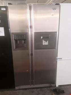 Lot 16 SAMSUNG SILVER SIDE BY SIDE FRIDGE FREEZER WITH WATER AND ICE DISPENSER