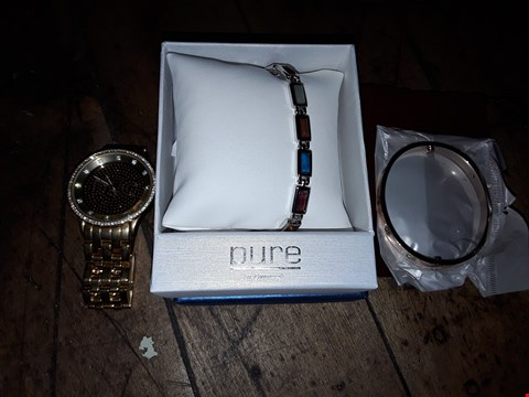 Lot 8168 BOX OF ASSORTED JEWELLERY & WATCHES TO INCLUDE CARTIER ROSE GOLD EFFECT BRACELET, DOLCE&GABBANA GOLD EFFECT WATCH, PURE BY COPPERCRAFT BRACELET