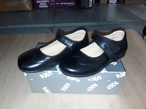 Lot 12493 BOXED STEP2WO HALEY BLACK LEATHER VELCRO STRAP SHOES UK SIZE 12.5 JUNIOR