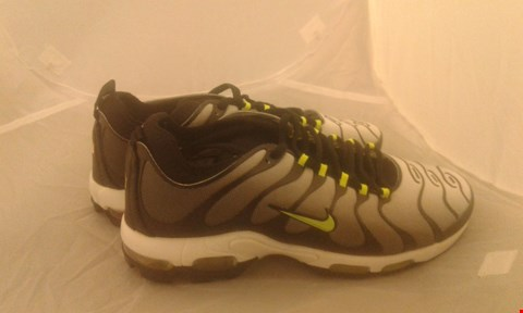 Lot 2037 PAIR OF NIKE TN AIR SIZE 6