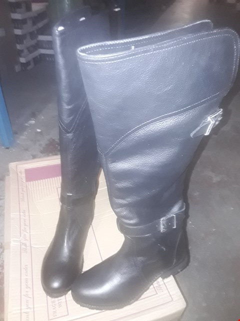 Lot 2067 LOT OF 6 BRAND NEW ASSORTED SHOES TO INCLUDE RAVEL BLACK KNEE HIGH BOOTS, RAVEL LADIES TAN LEATHER RIDING STYLE BOOTS AND RAVEL BLACK DOUBLE BUCKLE BIKER BOOTS - VARIOUS SIZES RRP £170