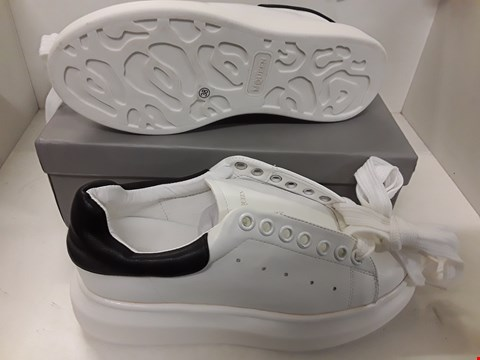 Lot 4081 PAIR OF DESIGNER WHITE TRAINERS IN THE STYLE OF ALEXANDER MCQUEEN SIZE EU 38