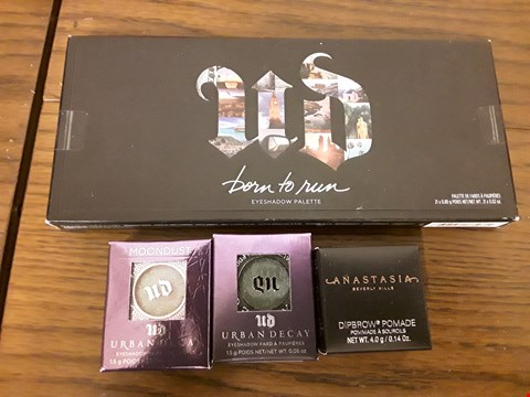 Lot 2119 APPROXIMATELY 4 ITEMS TO INCLUDE URBAN DECAY BORN TO RUN EYESHADOW PALETTE, ANASTASIA DIPBROW POMADE AND URBAN DECAY MOONDUST EYESHADOW