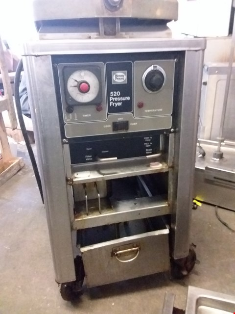 Lot 2132 HENNY PENNY COMMERCIAL STAINLESS STEEL 520 PRESSURE FRYER