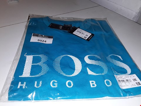 Lot 6020 BRAND NEW HUGO BOSS T SHIRT IN BLUE SIZE  S