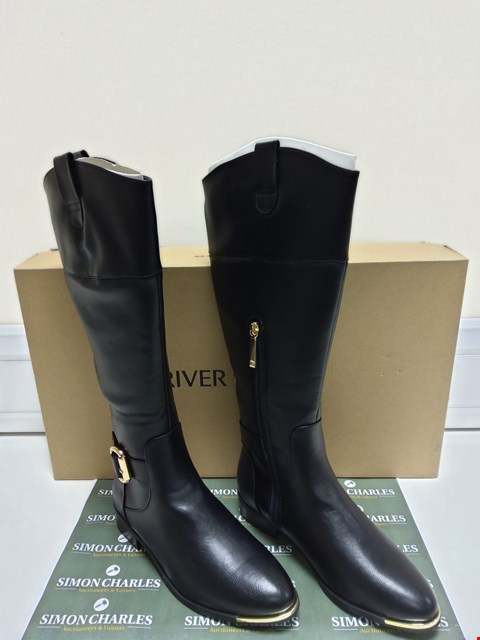 Lot 3027 BOXED PAIR OF RIVER ISLAND TRAVIS BLACK BOOTS SIZE 5