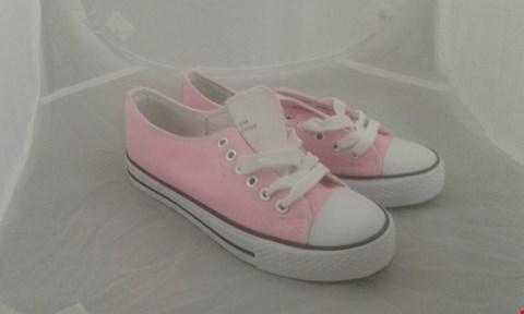 Lot 2076 PAIR OF CONVERSE ALL STAR SIZE 4