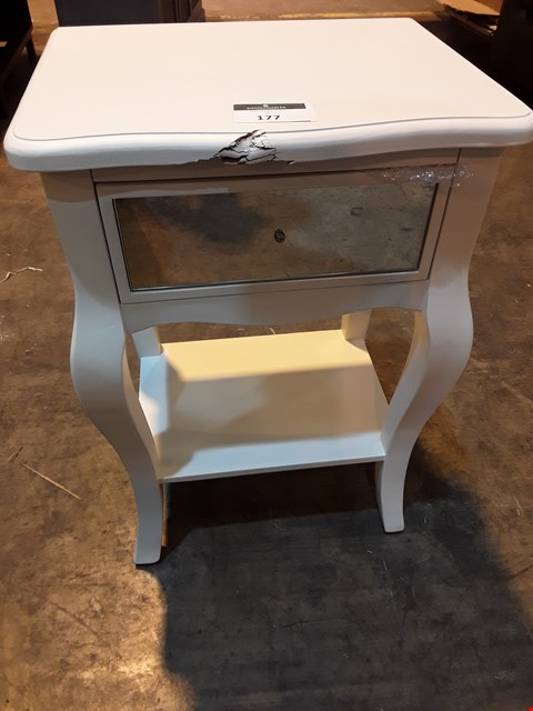 Lot 177 DESIGNER WHITE PERIOD STYLE BEDSIDE TABLE WITH 1 MIRRORED DRAWER
