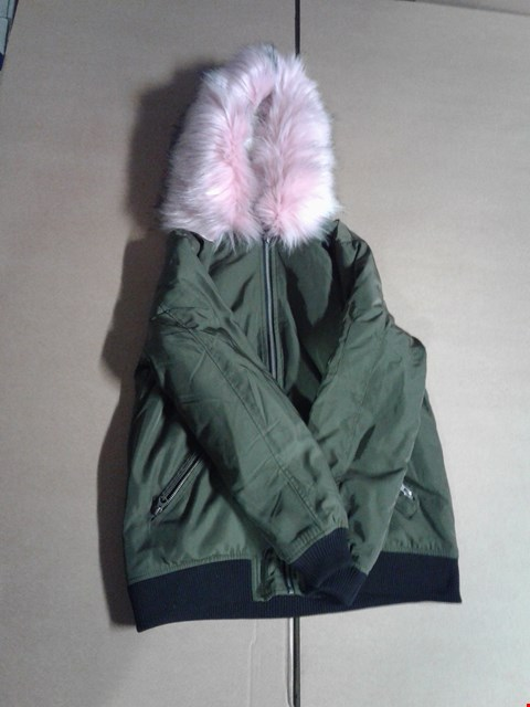 Lot 9315 BOX OF APPROXIMATELY 5 ASSORTED WOMEN'S CLOTHING ITEMS TO FAUX FUR TRIM BOMBER - KHAKI/PINK