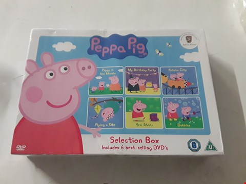 Lot 3053 BRAND NEW PEPPA PIG SELECTION BOX  RRP £35.00