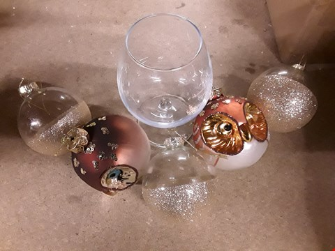 Lot 181 LOT OF 3 ASSORTED BOXED ITEMS TO INCLUDE GLASS OWL TREE DECORATIONS, GOLD DIPPED GLASS BAUBLES, PERSONALISED BRANDY GLASS RRP £48