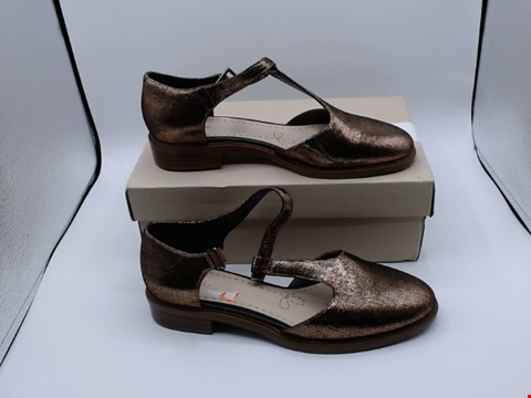 Lot 4056 BOXED PAIR OF SIZE 5 TAYLOR PALM COPPER SHOES