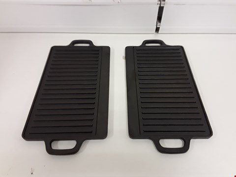 Lot 1569 LOT OF 2 ASSORTED BLACK IRON GRIDDLE PANS